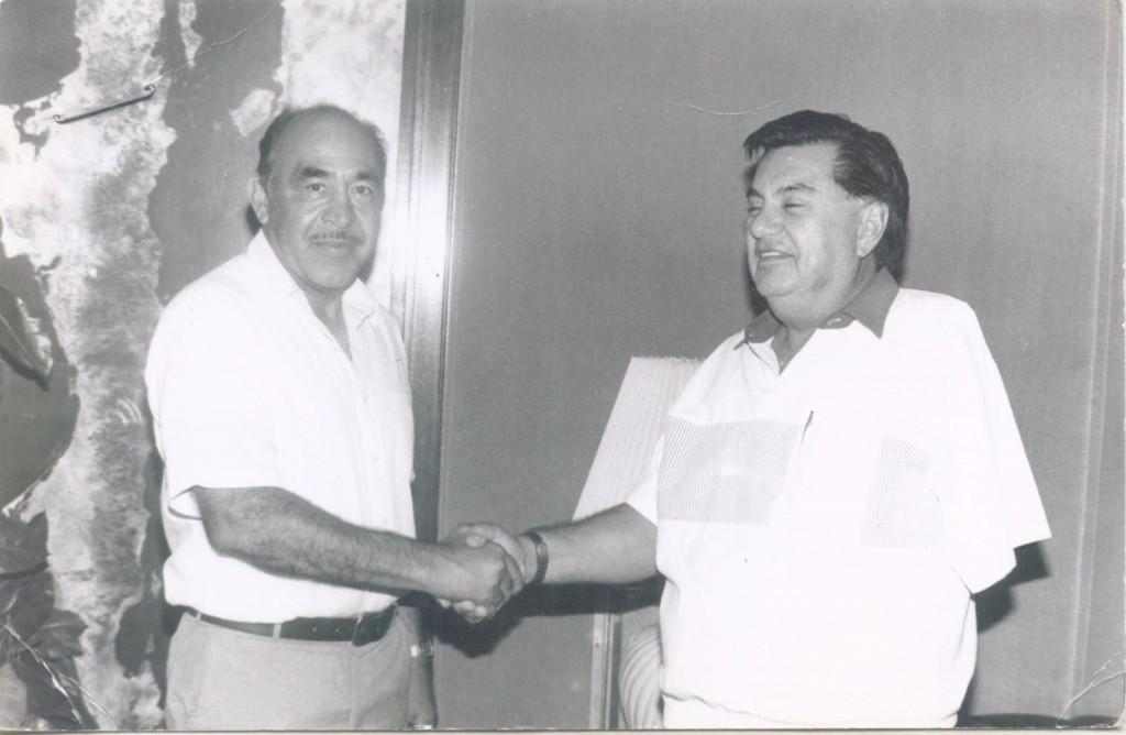 El profe, con el exgobernador de B. C. S., Víctor Manuel Liceaga