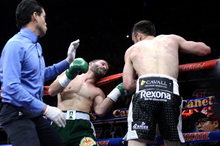 chavez-alvarez-fight (6)