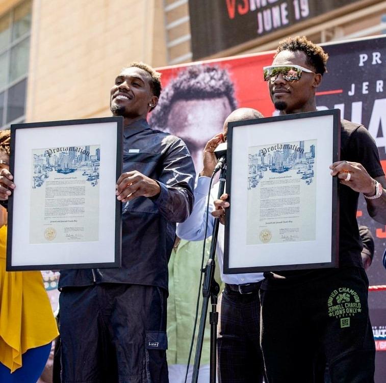 "WBC presents the ""Freedom Belt"" to Houston's Mayor | Boxen247.com"