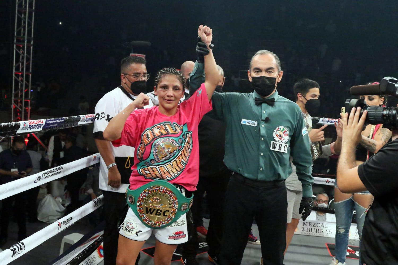"Lourdes ""Lulu"" Juarez defeats Diana ""La Bonita"" Fernandez   Boxen247.com (Kristian von Sponneck)"