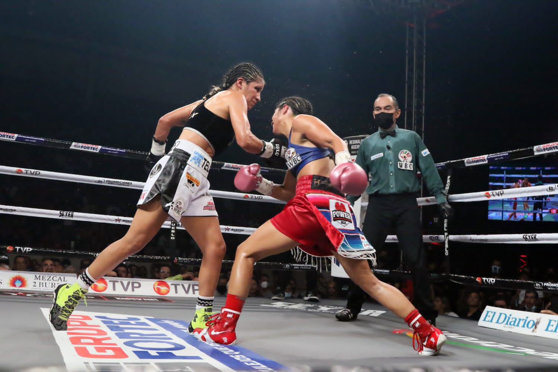 "Lourdes ""Lulu"" Juarez defeats Diana ""La Bonita"" Fernandez | Boxen247.com (Kristian von Sponneck)"
